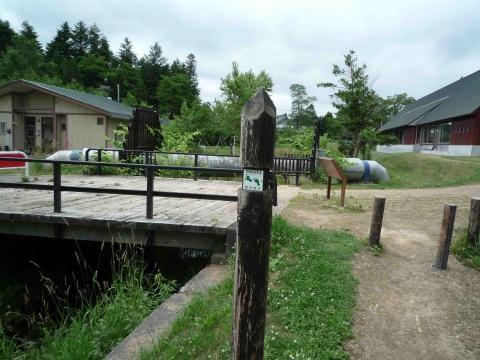 寺の沢川コース:緑色の足跡マークは公有地の印