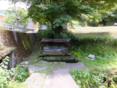 小崎棚田コース:すげんこの井川、野菜や衣類を洗ったりしていた