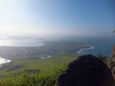 第一コース:城山日出峰からみた風景