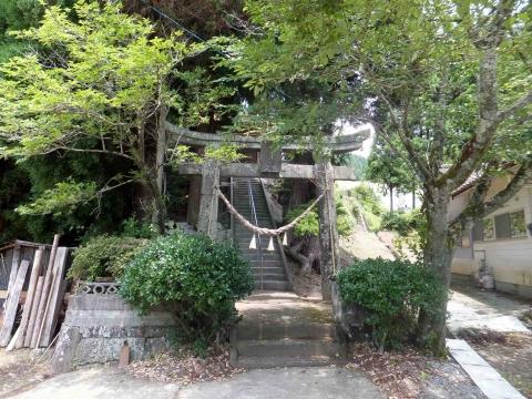 小崎棚田コース:スタート地点の小崎神社